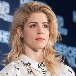 Emily Bett Rickards Bio, Age, Height, Body Measurements, Workout, Net Worth, Married, Partner