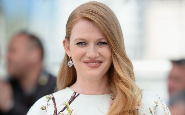 Mireille Enos' Biography With Facts Including Her Age, Wiki, Movies, TV Shows, Net Worth, Salary, Husband, Kids