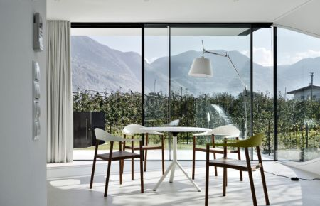 Mirror houses offers skylight and ventilation to enjoy the view of the Dolomite Range