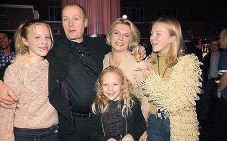 Jennifer Saunders and her husband Adrian Edmondson witht their three daughters