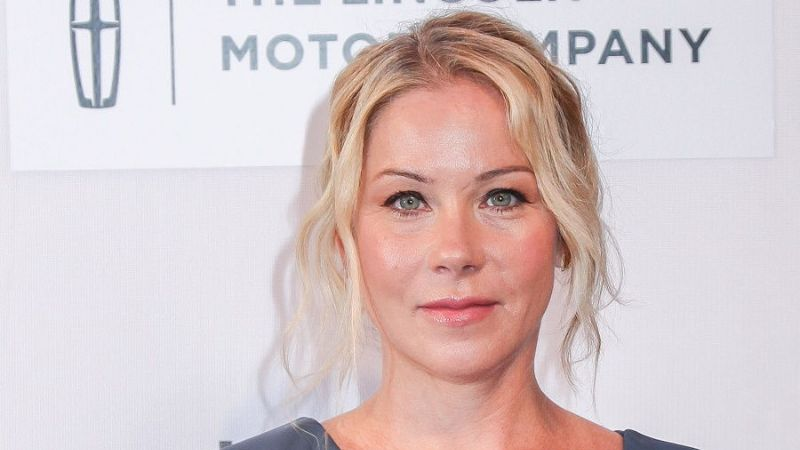 "7 Facts About ""Dead to Me"" Actress Christina Applegate: Emmy Award-Winning Actress of Friends, Wife, Mother, Breast Cancer Survivor"