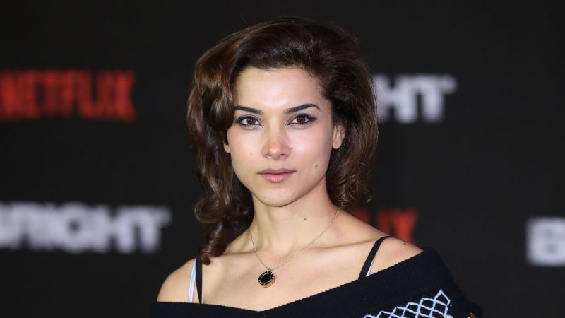 Seven Facts of The Punisher Actress Amber Rose Revah: Parents, Relationship with Neet Mohan, Mixed Race, & Notable TV Shows