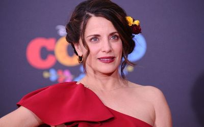 Who Is Alanna Ubach? Her Biography With Facts Like Age, Height, Net Worth, Career, Relationship, Married, Husband, & Family